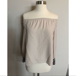 VaVa by Joy Han Cold Shoulder Top Sz XS